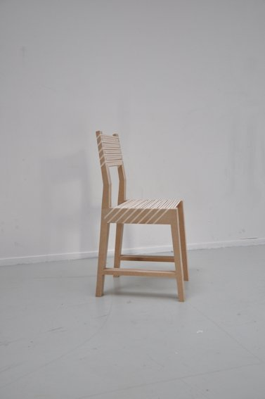 La triple chaise empilable par Paul Menand